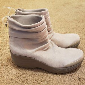 Bzees Zizzle Slouch Bootie with Back Zipper Size 8